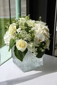 Beautiful Glass Cube filled with a beautiful and luscious design of