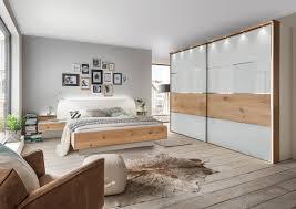 schlafzimmer in weiß balkeneichefurnier glasfront