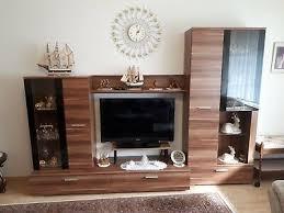 wohnwand wohnzimmer nussbaum optik braun schwarz guter