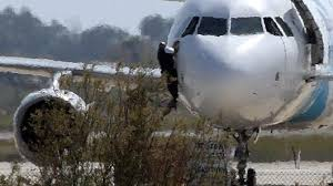 siege a320 egyptair aircraft hijacked diverted to cyprus