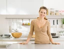 die richtige höhe der küchenzeile ganz einfach finden