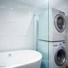 waschmaschine und trockner der marke auf jede andere im badezimmer stockfoto und mehr bilder architektur