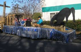 Bellevue Baptist Church Singing Christmas Tree 2013 by Cowboy Christmas Parade Float