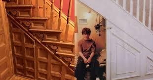 harry potter chambre a crée un placard pour ses enfants comme celui d harry potter