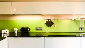 küche glas küchenwand aus glas farbig lackiert spritzschutz
