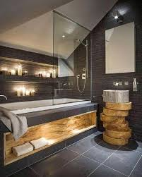 schönes badezimmer das aus einer kombination holz und