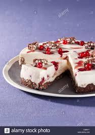 johannisbeer kuchen auf eine puffreis schokolade basis ohne