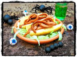 Halloween Hotdog Fingers by Sloppy Worm Sandwiches For Halloween Sundaysupper La Cocina De