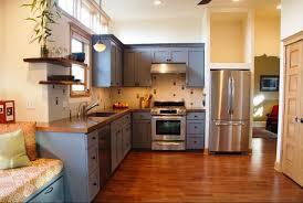 repeindre meuble de cuisine en bois meubles cuisine bois armoire cuisine noir et bois naturel