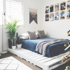 Great Pallet Bed Ideas To Lighten Your Space
