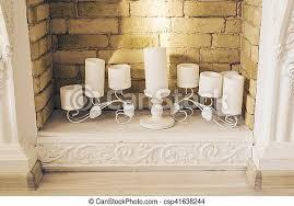 weißer kamin mit kerzen kamin mit schönen dekorationen in