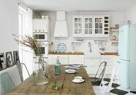 cuisine vintage blanc et couleurs pastel pour une cuisine vintage