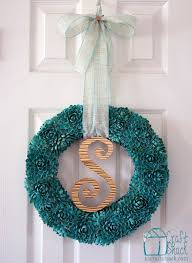 Crafter Turns Old Pistachio Shells Into An Unexpectedly Beautiful Wreath