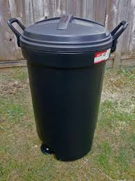 Small Bathroom Trash Can With Lid by Metal Garbage Can Locking Lid Rubbermaid Kona Wheeled Trash Can