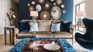 gehobene atmosphäre durch trendiges blau und goldgelb