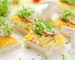 recette canape recette de oeufs brouillés sur canapés et petits légumes