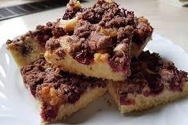 kirsch marzipankuchen mit schokoladenstreuseln