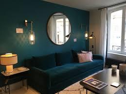 canap lavoine circuit parisien lavoine canapé velours bleu grand miroir