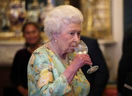 Cast Of Halloweentown 4 by The Queen Of England Drinks 4 Cocktails A Day Simplemost