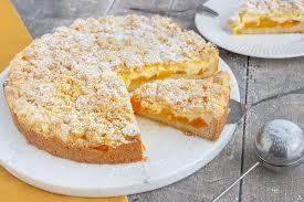 aprikosenkuchen mit pudding und streusel
