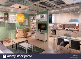 innenansicht mit küche und esszimmer im ikea
