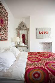 romantisches schlafzimmer mit poppigen bild kaufen