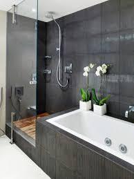 moderne badgestaltung mit einer badewanne dusche wand aus