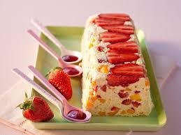 dessert aux fraises nos meilleures recettes de desserts à la fraise femme actuelle