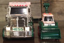 100 Hess Toy Trucks 2013 RARE Truck And Tractor 1880378090