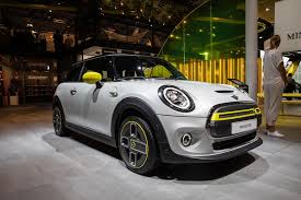 100 Cooper Designs 2020 Mini SE Is A Sprightly Hatch With Electric Feel