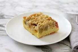 saftiger rhabarberkuchen mit haferflockenstreuseln schöner