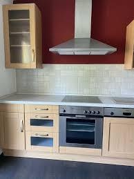 küche in holzoptik ohne elektrogeräte nur dunstabzugshaube