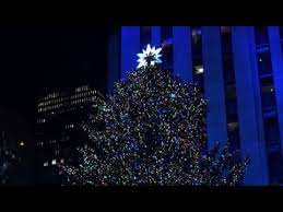 Rockefeller Christmas Tree Lighting 2017 by Rockefeller Christmas Tree Lights Up In New York Youtube