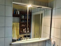 großer badezimmer spiegelschrank 3 türig