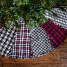 Buffalo Lodge Plaid Ragged Christmas Tree Skirt Kit