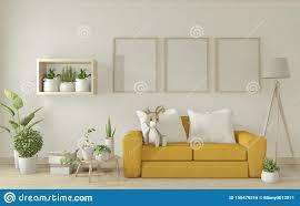 mock up poster verstauen wohnzimmer mit gelben sessel sofa
