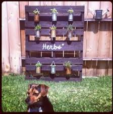 Chalkboard Pallet Herb Garden And It Comes Without A Ton Of Soil Just Hang Pots