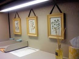 Cute Ways To Decorate Cubicle by Best 25 Cubicle Walls Ideas On Pinterest Decorating Work