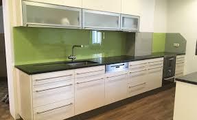 küchenrückwand mit lacobel farbglas glascorner
