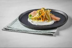 cuisiner le fenouil à la poele recette de filet de saumon poêlé au chou et salade de fenouil