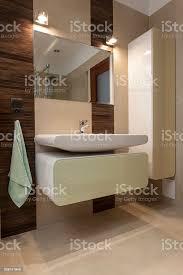 moderne badezimmer waschbecken mit porzellan stockfoto und mehr bilder architektur