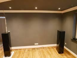 graue oder weiße leinwand in wohnzimmerkino kaufberatung