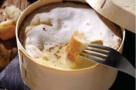 cuisiner le mont d or recette de mont d or crémeux salade de pommes de terre aux