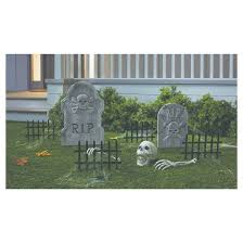 Halloween Cemetery Fence by 13 Unique Halloween Decorations That Go Bump In The Night Zing
