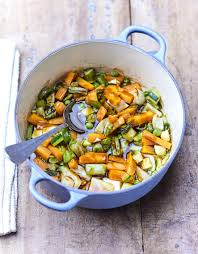 cuisiner les l馮umes autrement cocotte de légumes primeur pour 4 personnes recettes à table