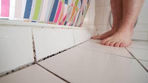 schimmel im bad richtig vorbeugen und entfernen