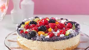 joghurt sahnetorte mit frischen früchten