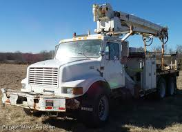 100 Derrick Trucks 1998 International 4900 Digger Derrick Truck Item DB2322
