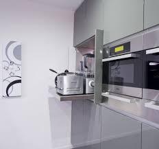 moderne küchenzeile elektrogeräte verstecken ausziehen