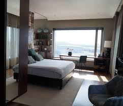 romantische auszeit in einem hotelzimmer mit whirlpool